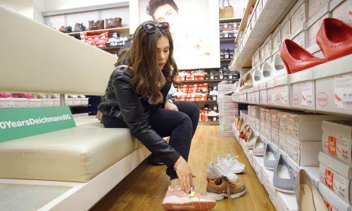 След като първата част от визията на Мариела бе завършена, дойде най-любимият ни момент... обувките! Мариела се насочи към по-спортни модели, които да допълват личния й стил.