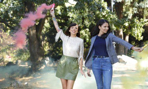 Двете прекрасни дами се осмелиха да творят пред обектива в любимите си цветове!