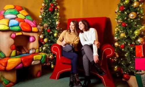 Коледната атмосфера беше перфектното допълнение към двете вдъхновени дами, които ни поведоха в модно приключение!