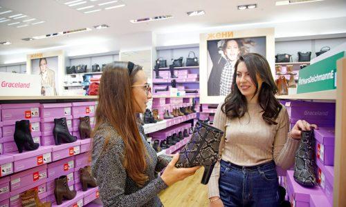 След това модното приключение се пренесе в магазина на Deichmann, където момичетата имаха възможността да се насладят на най-новата колекция есен-зима 2019. Погледите им се насочих към актуалните за сезона боти на висок ток с цип.