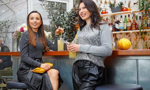 Двете дами обмениха модни съвети и споделиха своя опит като майки. Разговаряха за нещата от живота и истински се насладиха на времето си заедно.