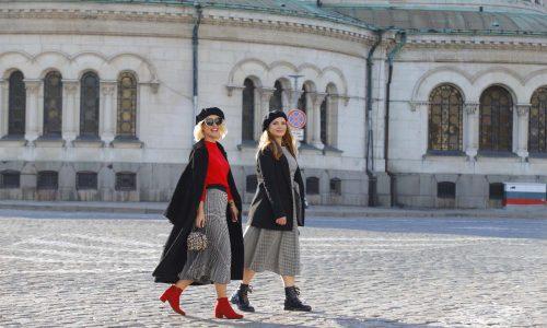Това са те! Нашите прекрасни дами, доверили се на парижанския стил в топъл есенен следобед - Калина и Деси заложиха на аристократична, но удобна визия, в която обувките, цветовете и аксесоарите бяха съчетани перфектно с най-важния компонент - усмивките !