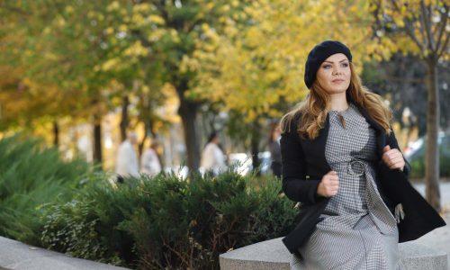 Да бъдеш уверена означава да знаеш какво искаш и да се осмелиш да го постигнеш! Визията на Деси, вдъхновена от най-новите модни тенденции разкри онази категорична магнетичност, която тя вече носеше в синеокия си поглед...